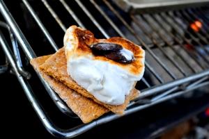 Kristlemas - Sweetie Pies Bakery Stratus Icewine Marshmallow Smores